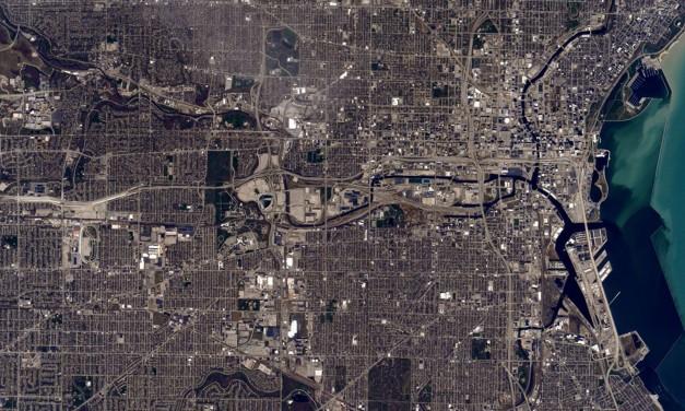 Orbiting Astronaut tweets Milwaukee photo from Space