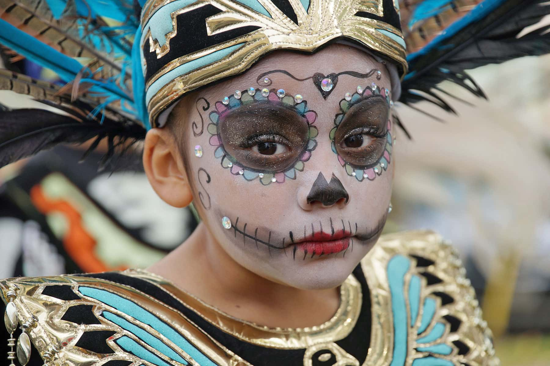 photo essay d iacute a de los muertos the milwaukee independent residents of milwaukee remembered the departed during the annual day of the d10771072d celebration held on 29 at walker square park on the city s