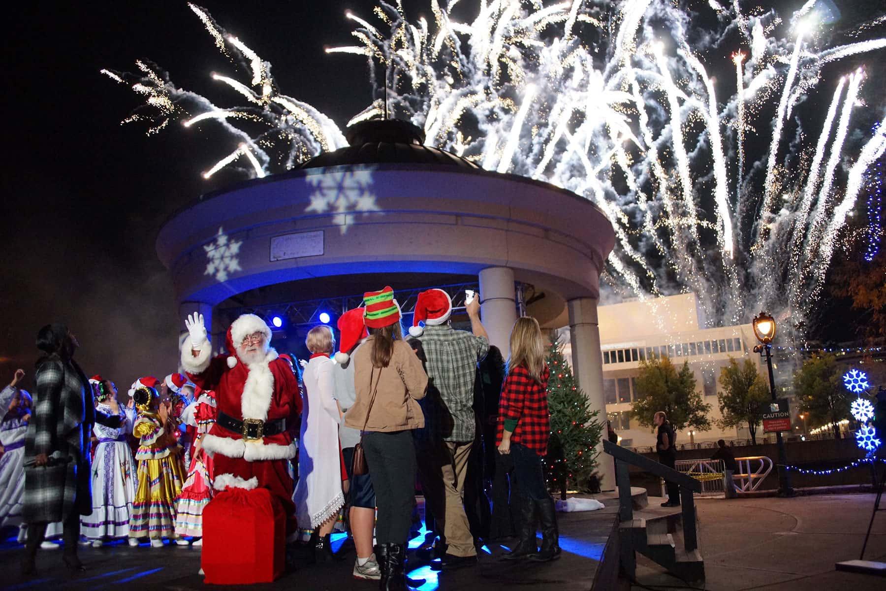 Christmas Lights Milwaukee.Tree Lighting Kicks Off The 2016 Holiday Season The