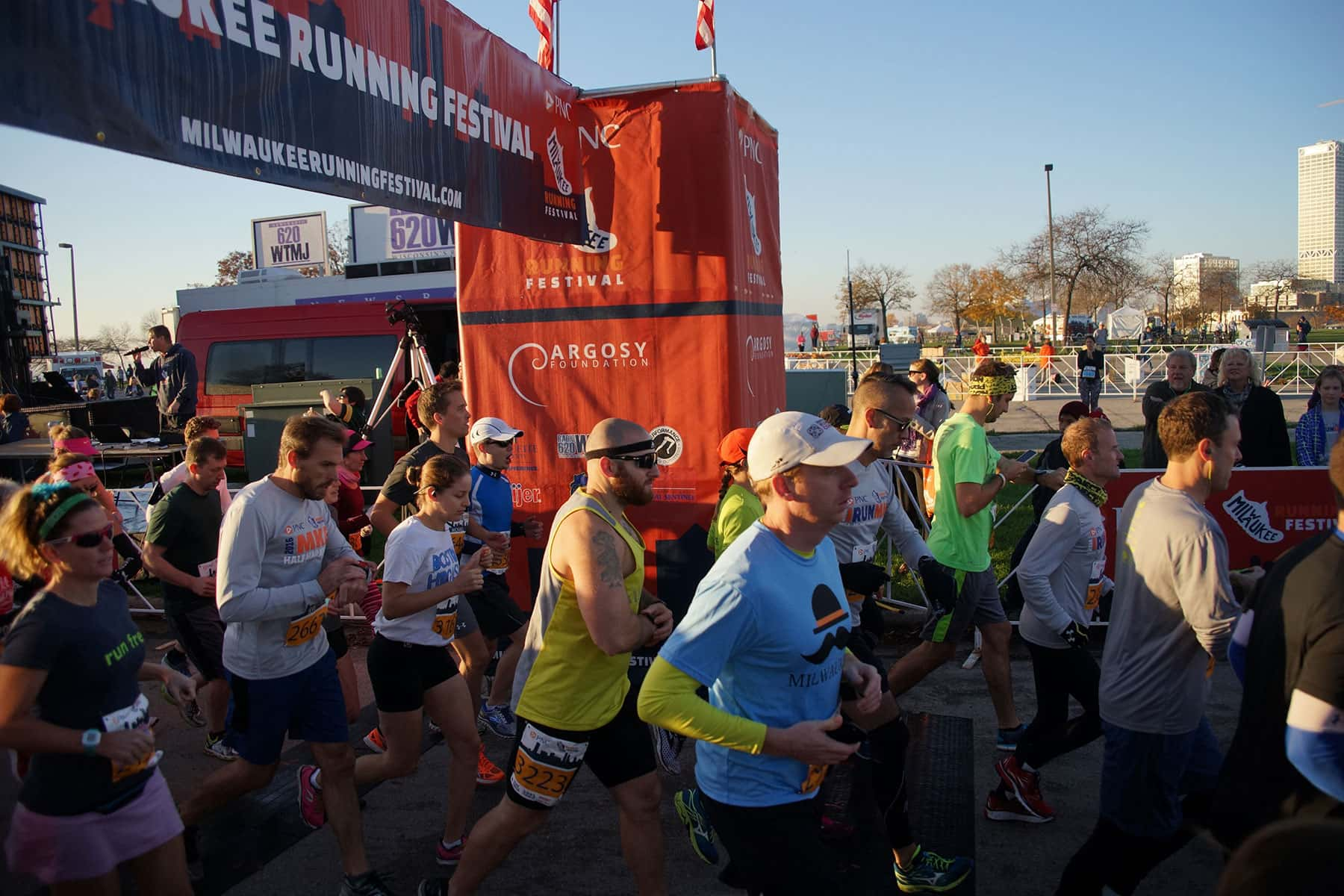 photo essay a running event for every runner the milwaukee 110616 pncrunfest 1004