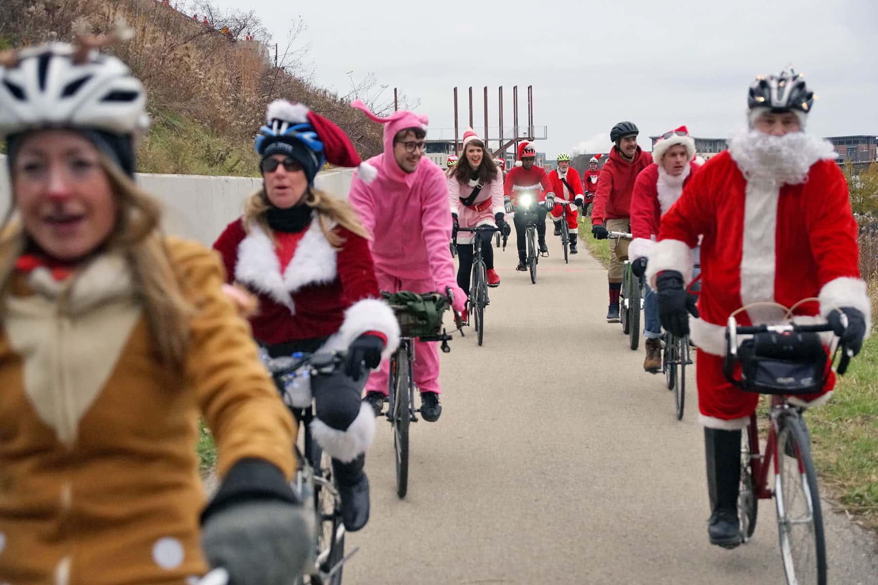 120316_santacyclerampage_0438