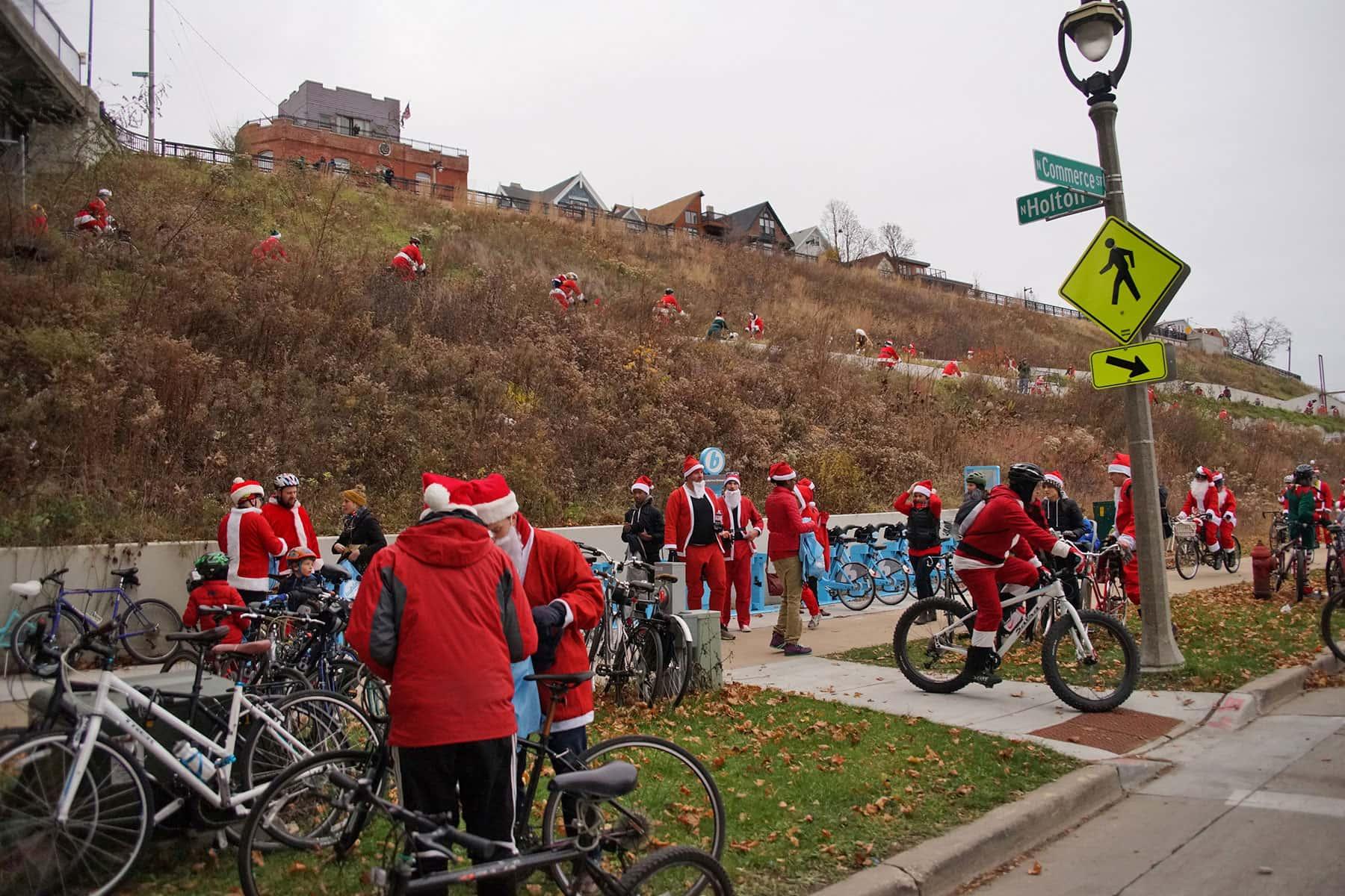 120316_santacyclerampage_0737