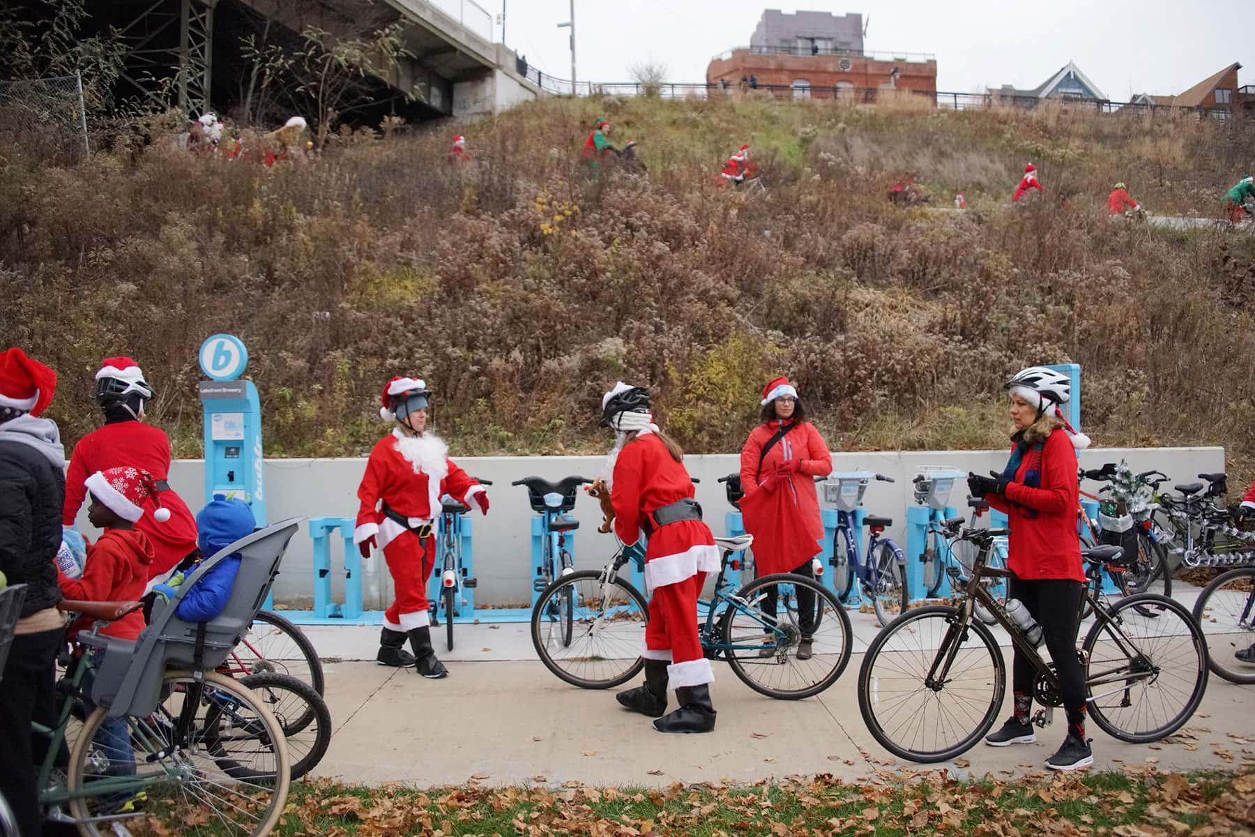 120316_santacyclerampage_0750