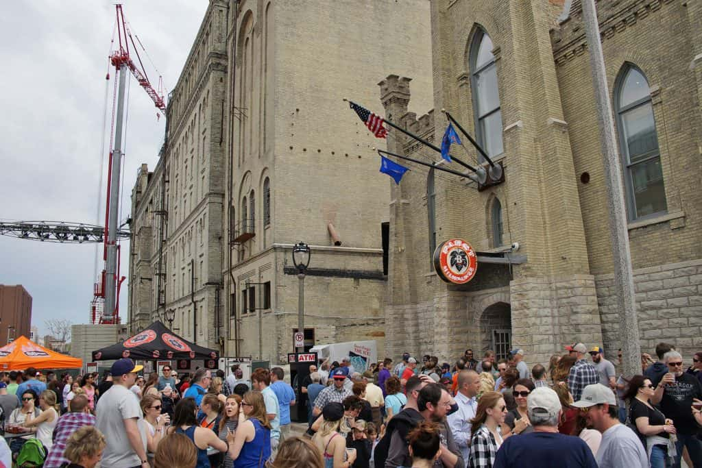00_051317_pabststreetparty_0802