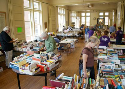 080517_hungerbooksale_093