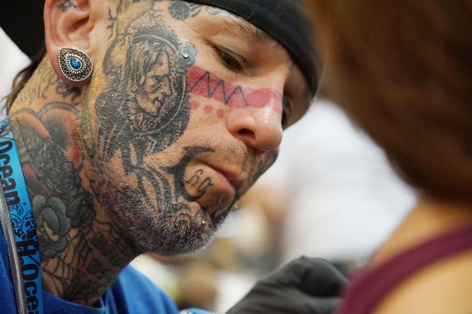 Tattoo convention draws inked bodies as living art the for Eddies tattoos philadelphia