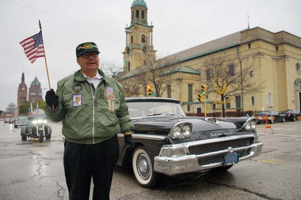 00_110417_veteransdayparade_0868