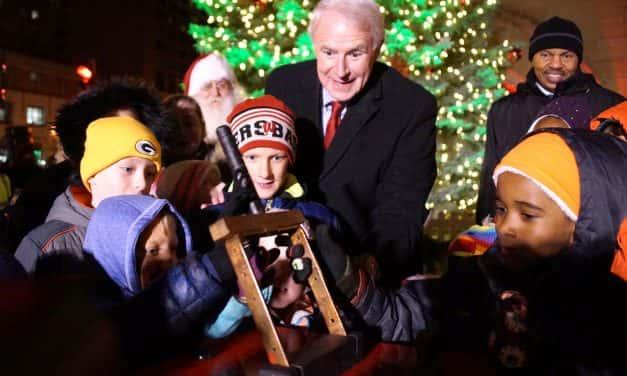 104th Annual Christmas Tree lighting begins Milwaukee's holiday season