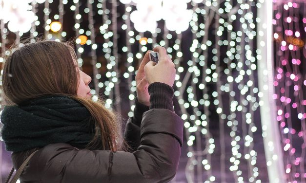 Infographic: The Selfie Syndrome and social narcissism