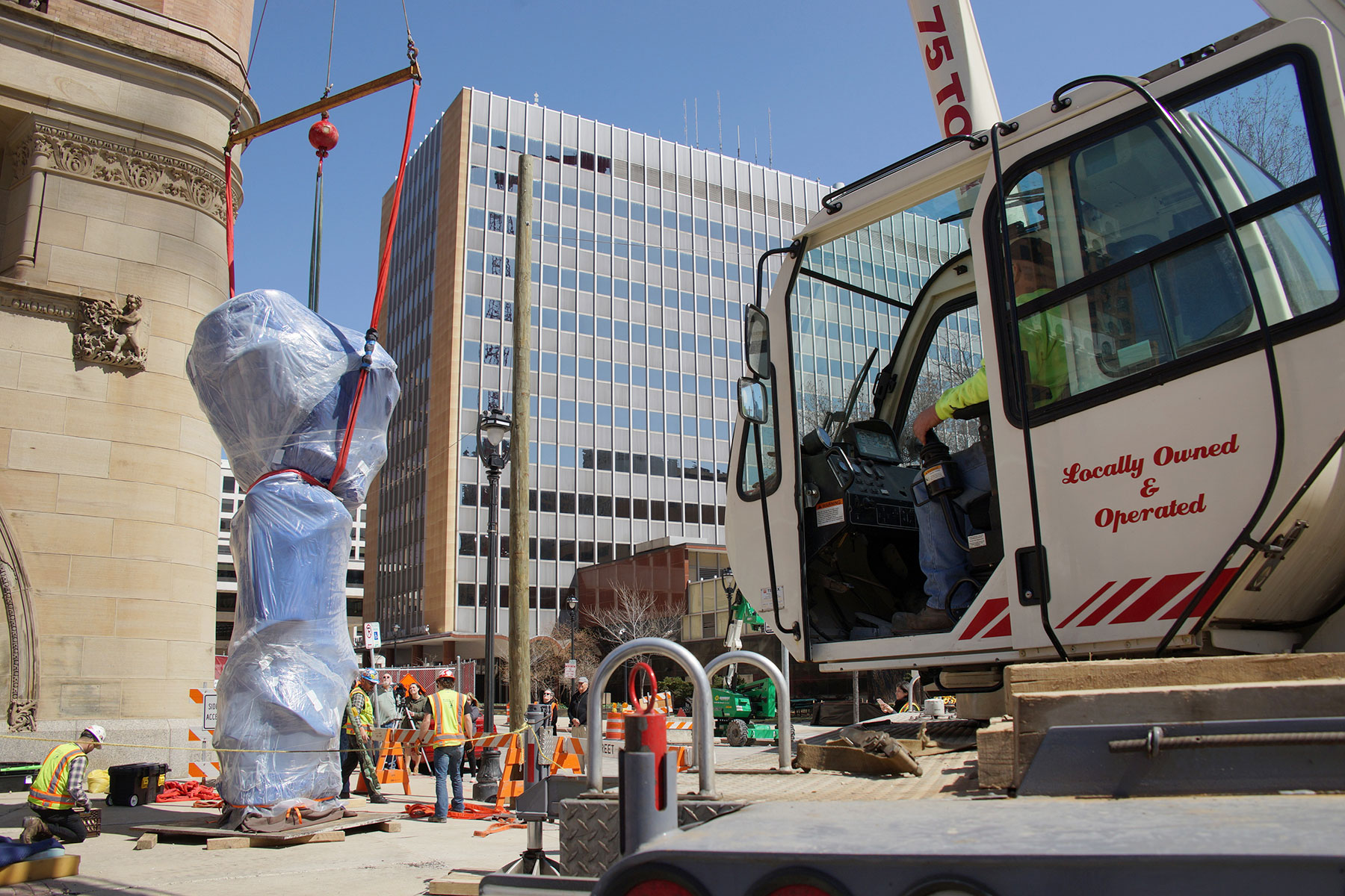 Abstract Sculpture On Milwaukee >> City Hall gets permanent public art display with installation of iconic bronze sculpture | The ...