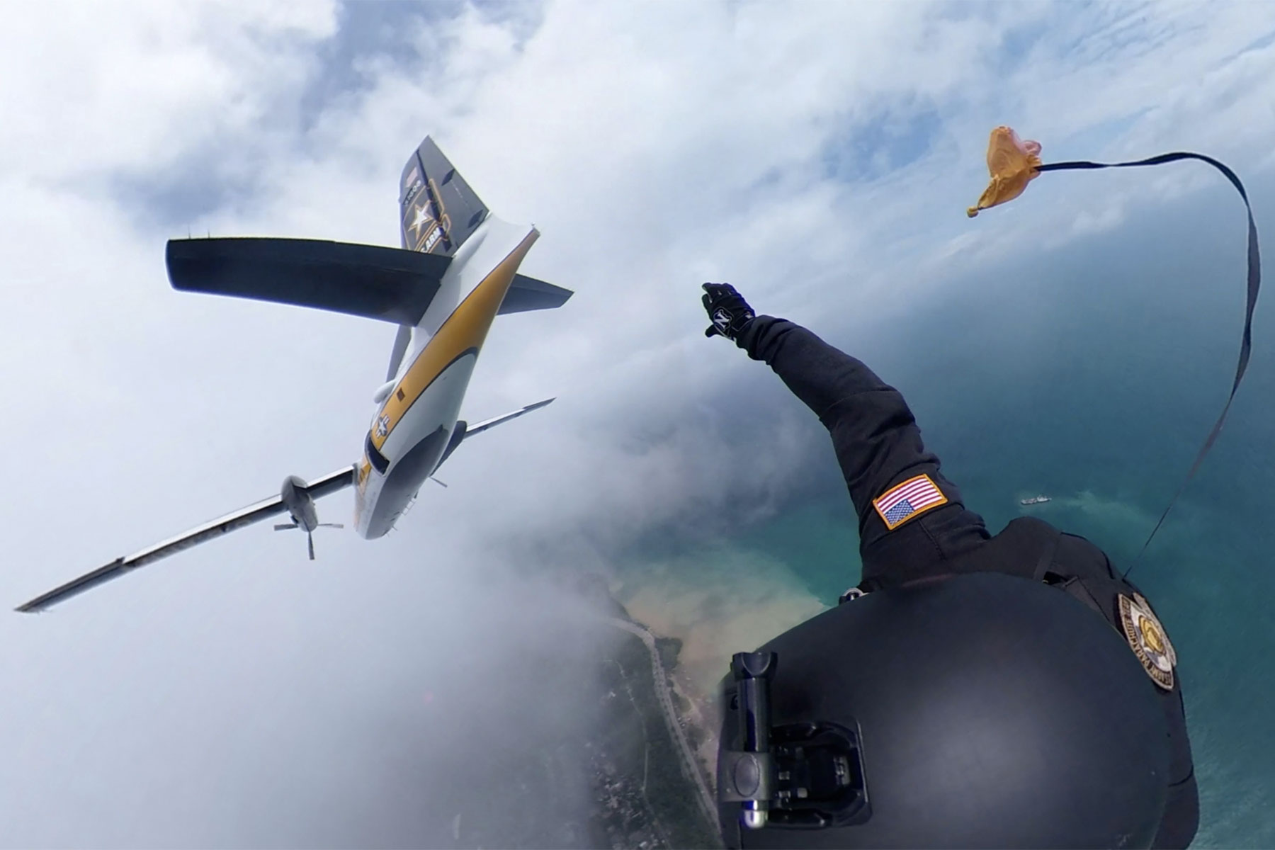 a6cd3796dc0 Exclusive  360° view of skydive at 2