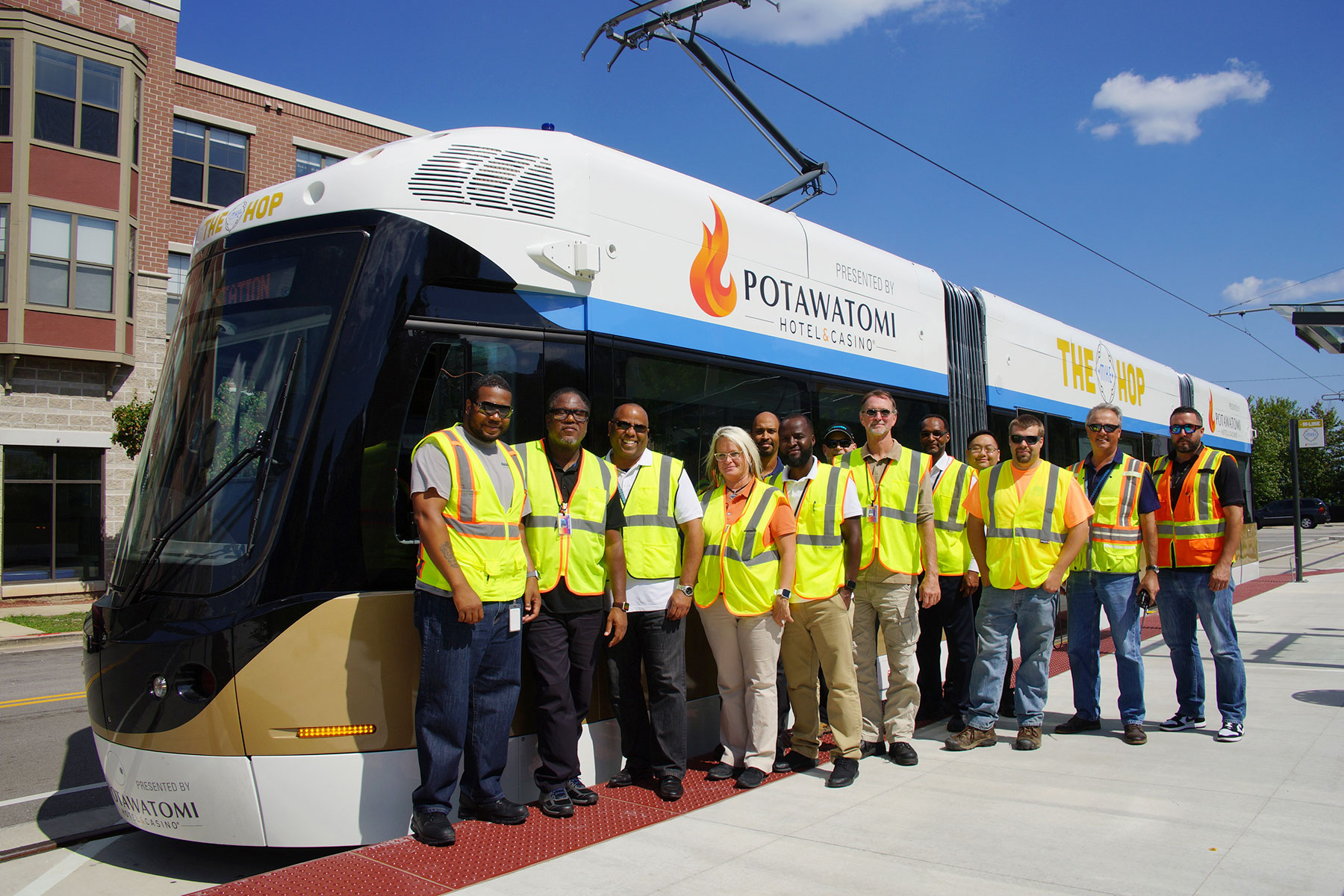 first crew of the milwaukee streetcar takes full-route daylight test