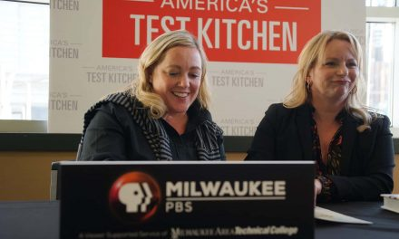 "Hosts of ""America's Test Kitchen"" exchange recipes with Milwaukee's cooking fans"