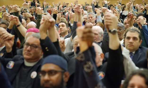 Milwaukee community holds interfaith vigil to mourn the Pittsburgh synagogue victims