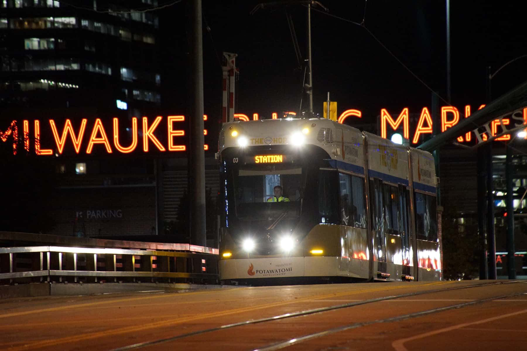 a map to food and drinks along milwaukee s streetcar route the