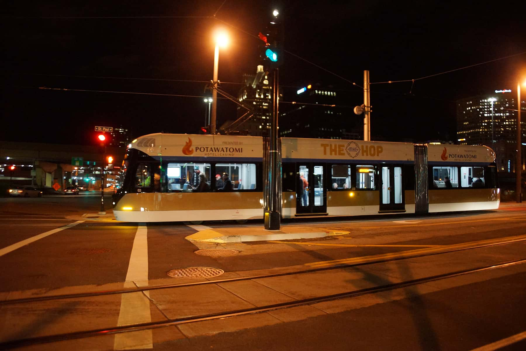 110218_streetcarstartsnight_494