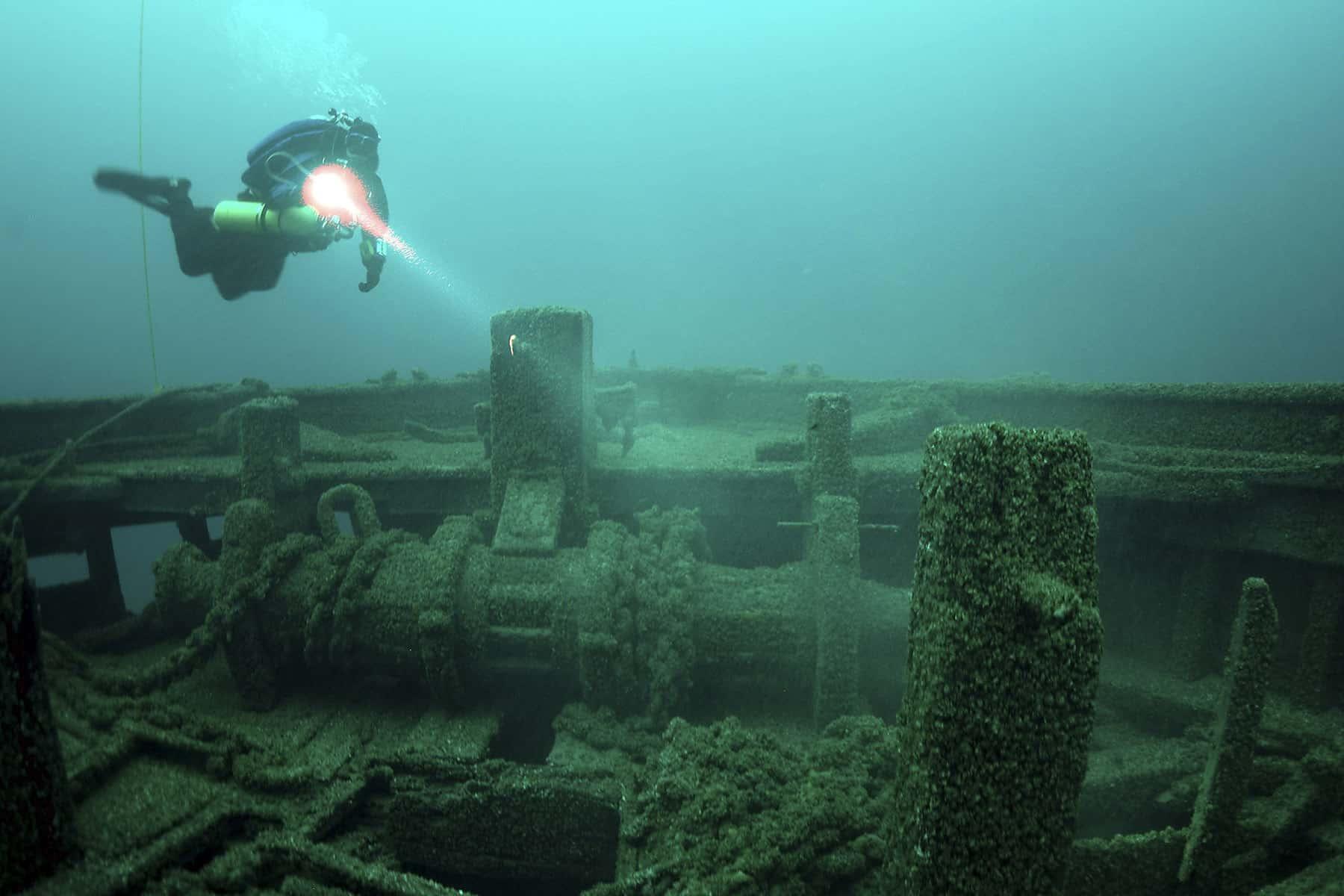 shipwreckchristmastree_02