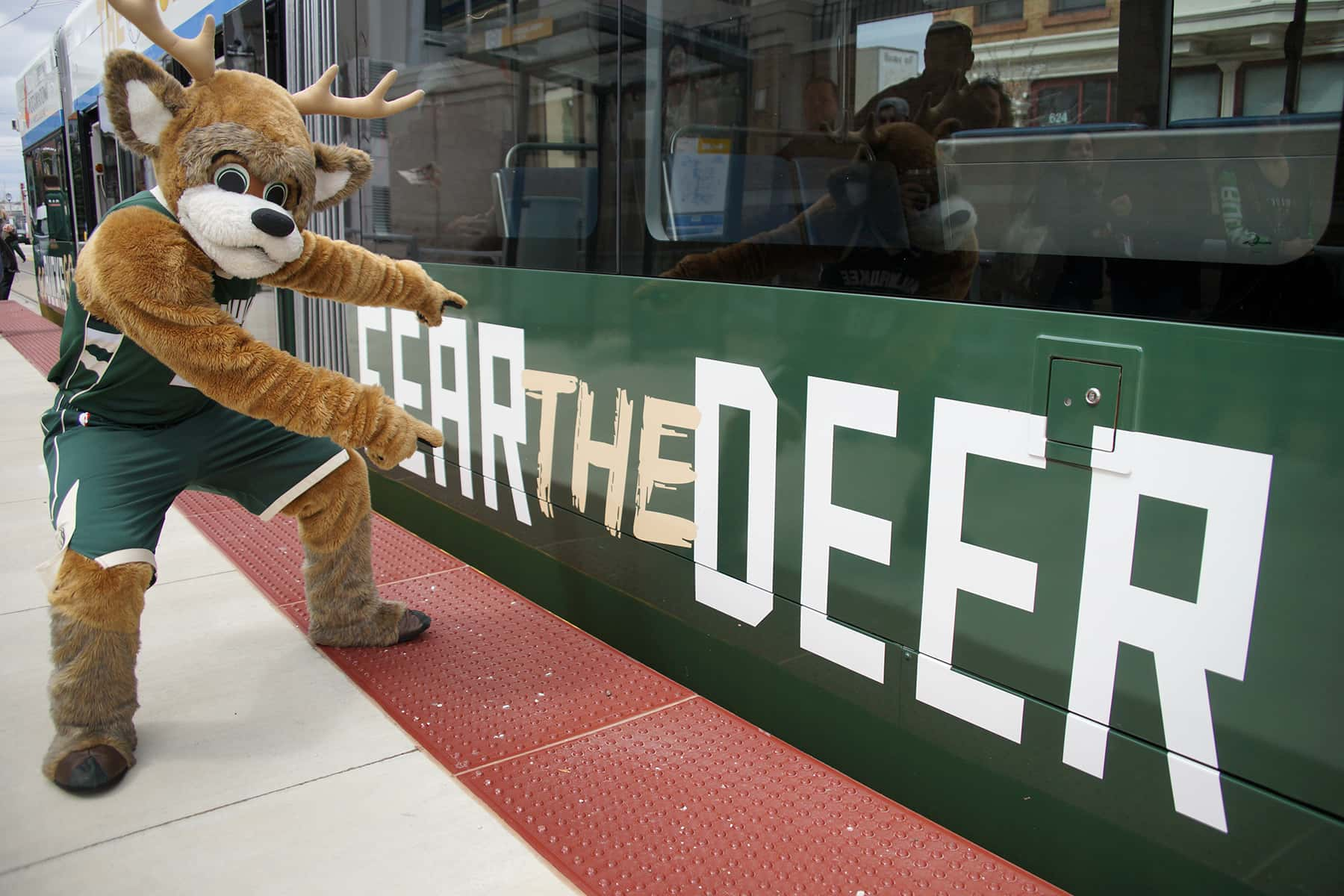 c041219_fearthedeergreen_1844