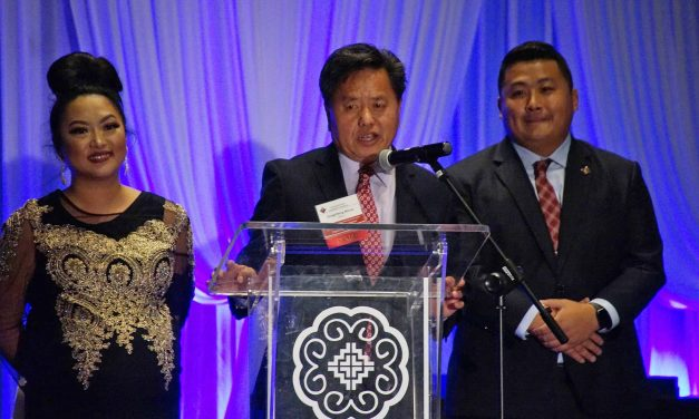 HWCC recognizes transition in leadership and excellence of Hmong businesses at annual awards