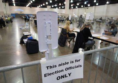 112120_voterecountday02_562