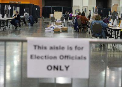 c112320_voterecountday04_0579x_0382
