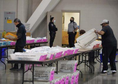 d112020_voterecountday01_0893