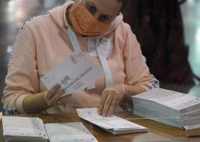 h112020_voterecountday01_2484