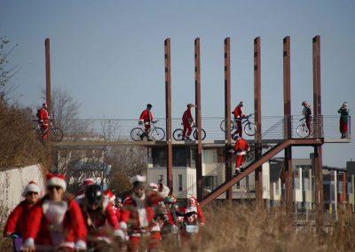x7_120217_santacyclegingerbread_0541