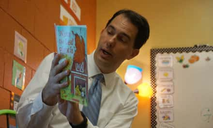 Photo Essay: Reading time at La Casa with Governor Walker