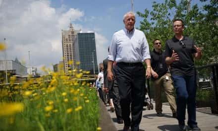 Mayor Tom Barrett kicks-off 2016 walking initiative