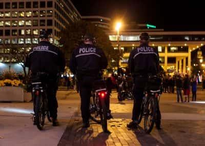 111116_trumpmarch_police_10