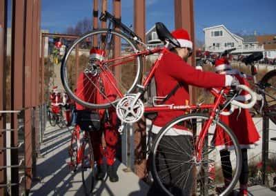 120217_santacyclegingerbread_0406
