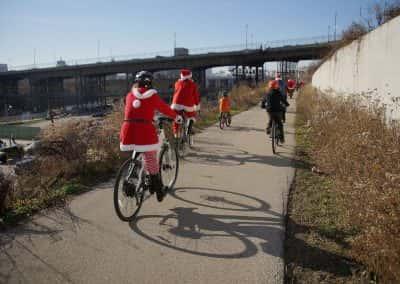 120217_santacyclegingerbread_0460