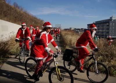 120217_santacyclegingerbread_0498