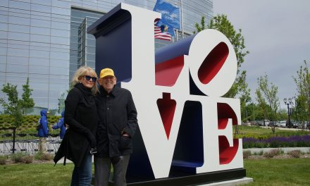 """Robert Indiana's """"The American LOVE"""" Sculpture finds permanent home at Milwaukee Art Museum"""