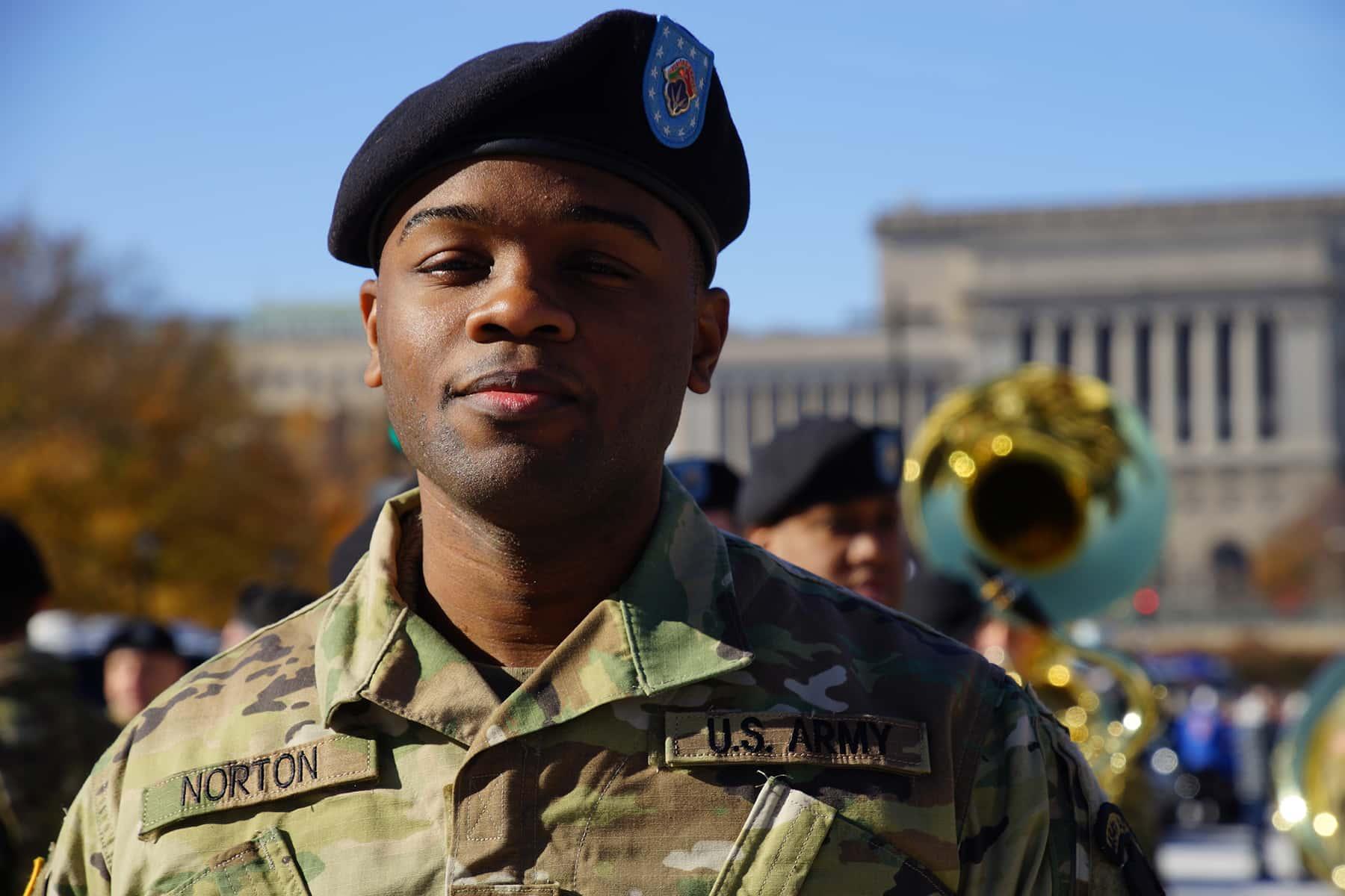 111018_veteransdayparade_0526