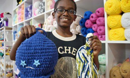 "Crochet Away: 360° video shows ""Jonah's Hands"" interlocking loops of fiber"
