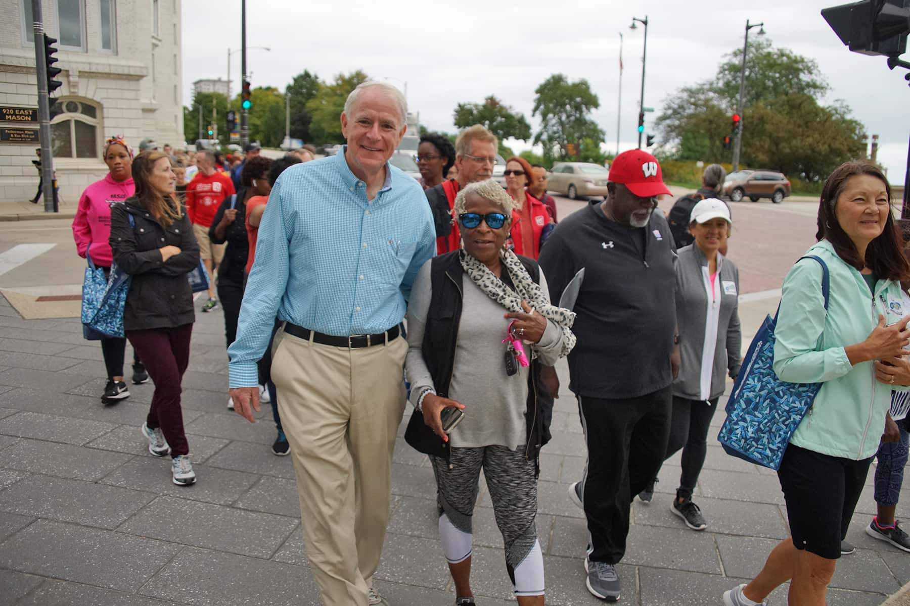 03_b090619_mayorlastwalk100_1043