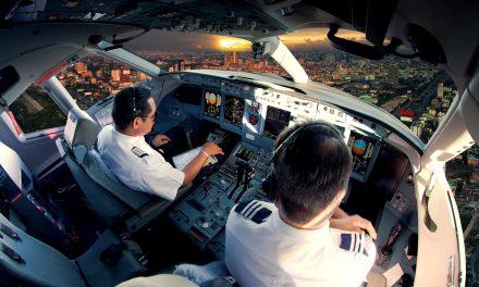 Senator Tammy Baldwin introduces bipartisan legislation for veterans to become airline pilots