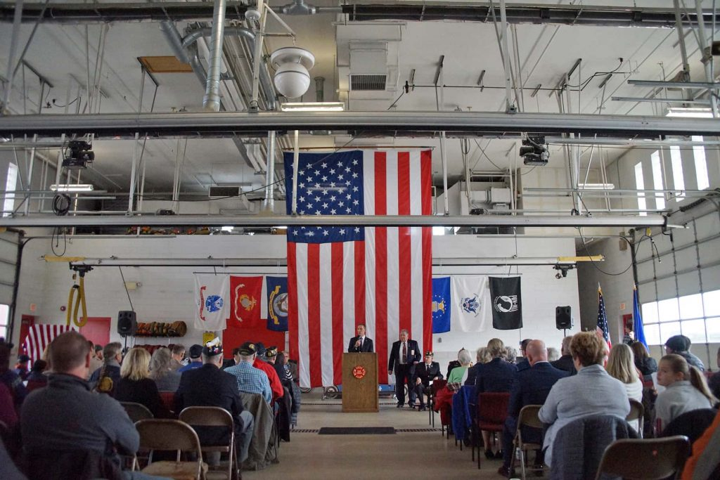 00_110919_larsonveteransday_1043