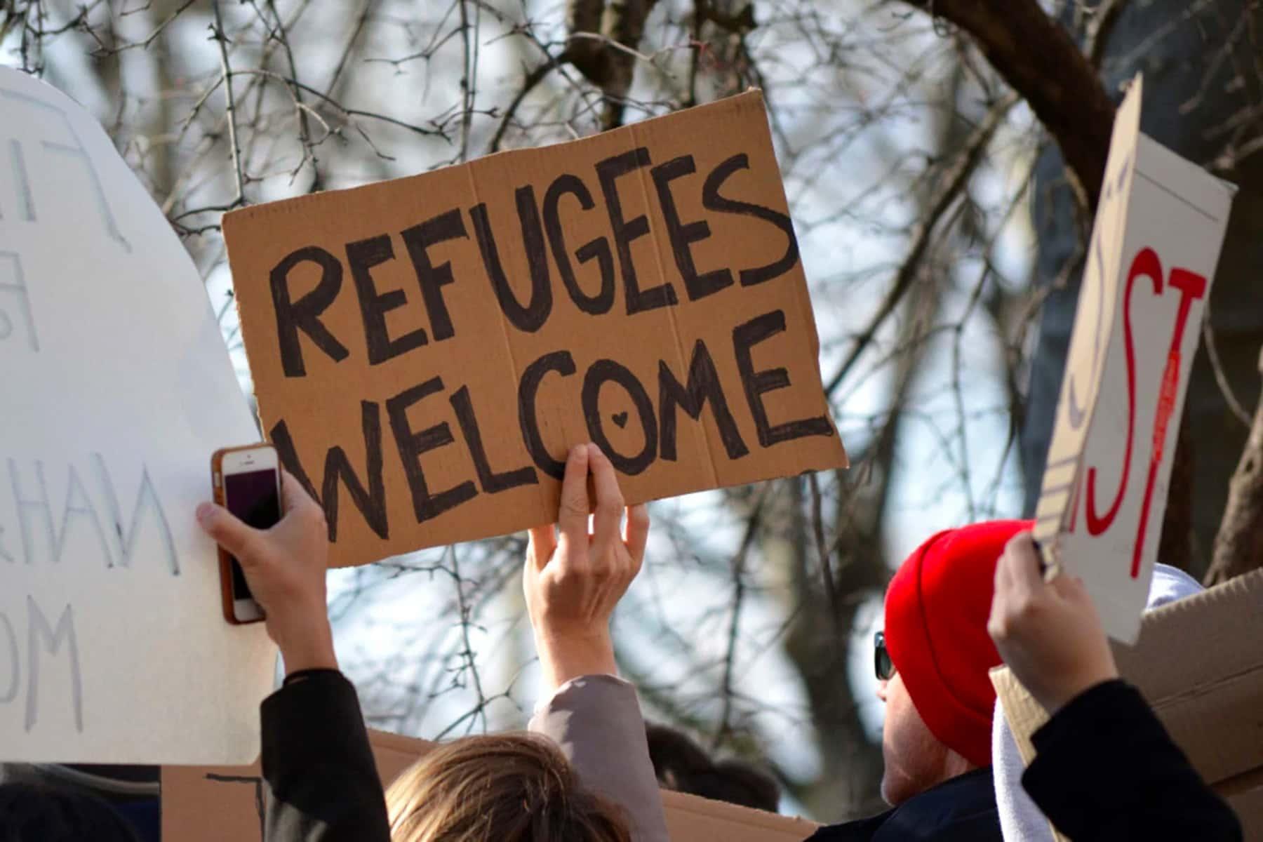 122019_refugeesign_02