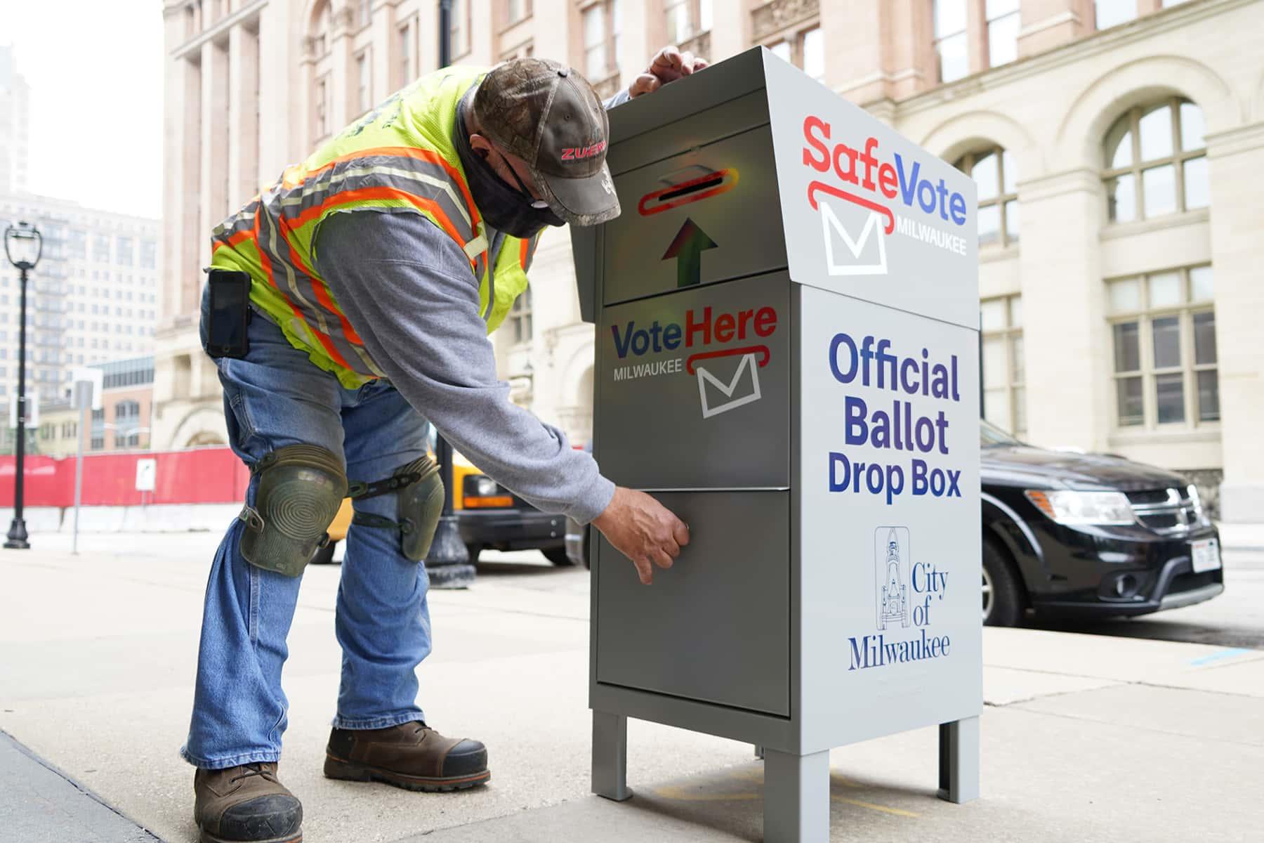 02_091020_voteboxinstall_284