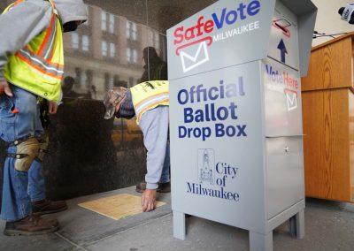 091020_voteboxinstall_816