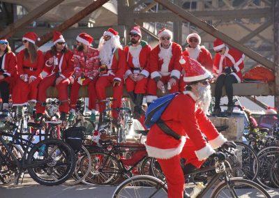 x7_120217_santacyclegingerbread_0725